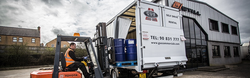 gus-commercials-18-tonne-curtainside-truck-rentals